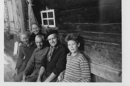 Pause chez l'oncle Sumi à Feutersoey 1953