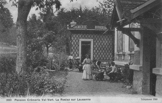 Le jardin du devant de la pension crémerie Val-Vert La Rosiaz sur Lausanne