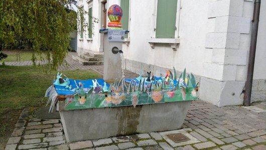 Fontaine décorée à Prangins.2