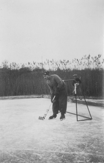 Tuileries Hockey Club gardien Desmeules 1942