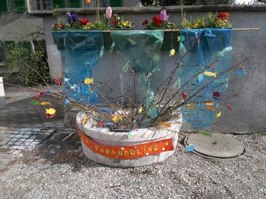 Fontaine décorée à Prangins.3