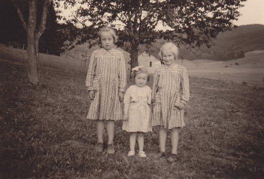 Les 3 fillettes de Villarlod 1952