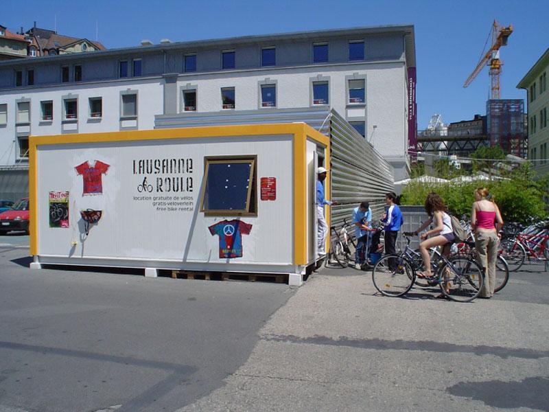 """Prêt de vélos """"Lausanne Roule"""" au Flon"""