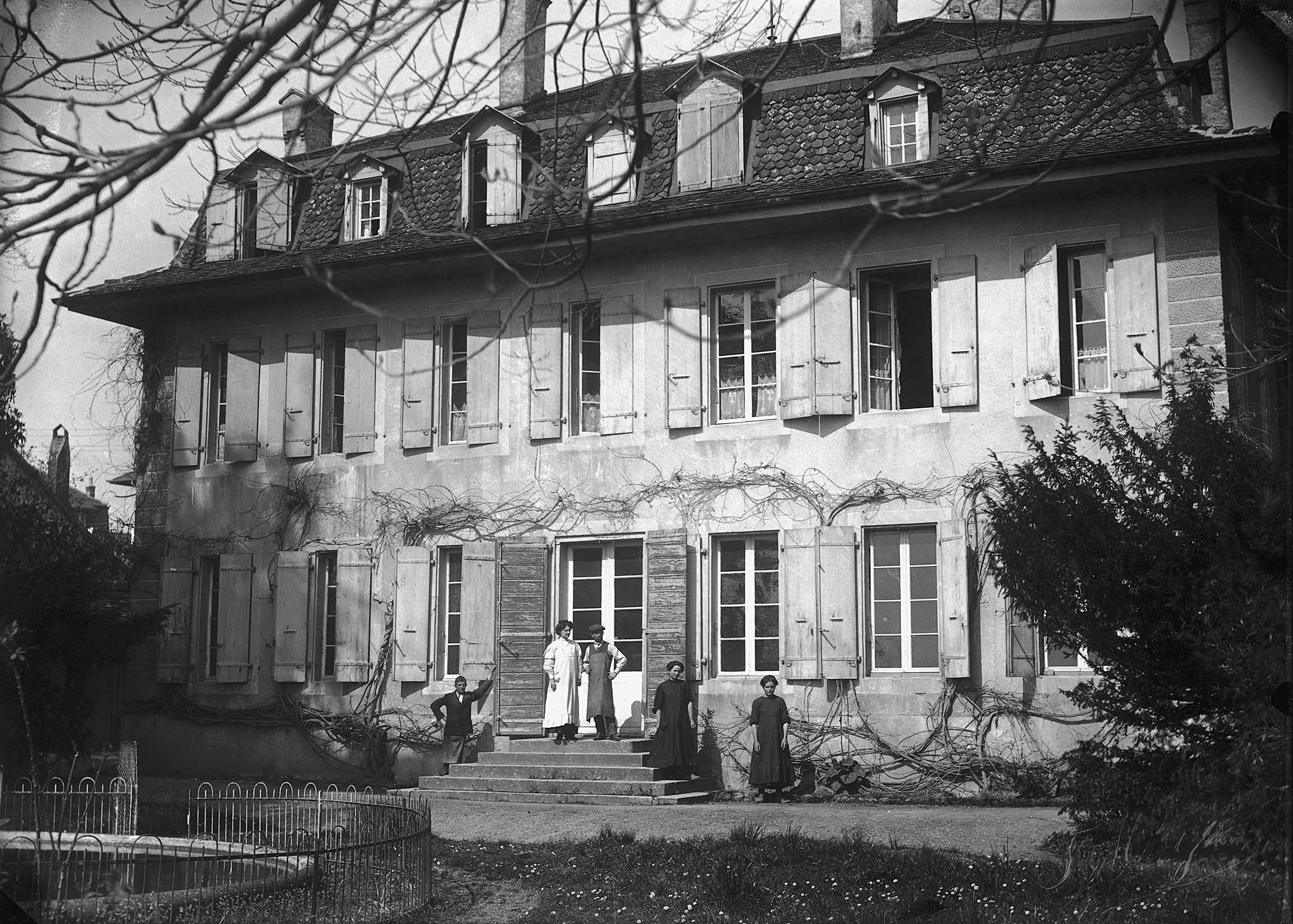 Jacques Favarger architecte vit au Château de Malley et accueil son fils le peintre Robert Favarger