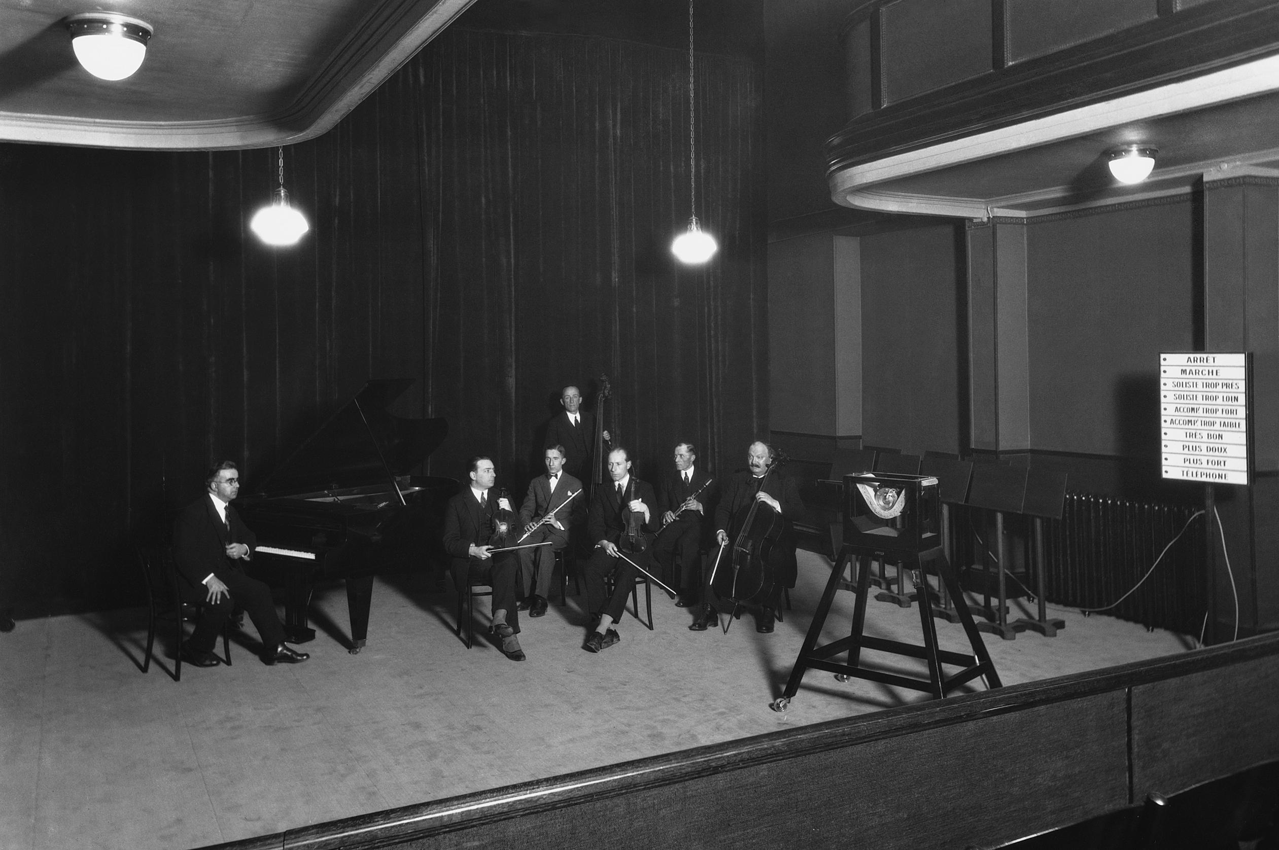 Studio de la Societé romande de la radiophonie au Grand-Chêne