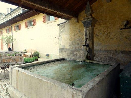 Fontaine au château de Vullierens