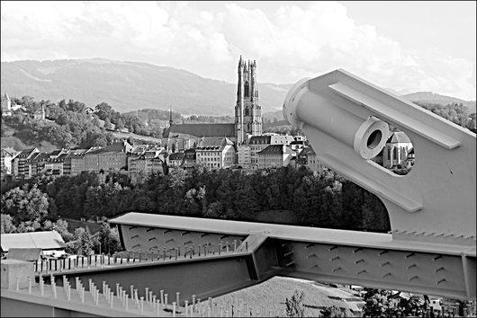La cathédrale de Fribourg depuis le pont de la Poya