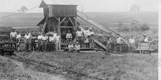 Lentigny, les ouvriers et les enfants déjà ouvriers de la tourbière
