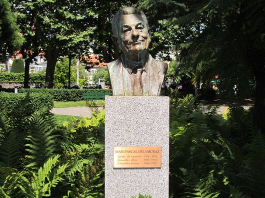 Lausanne Ouchy statue J.P. Delamuraz