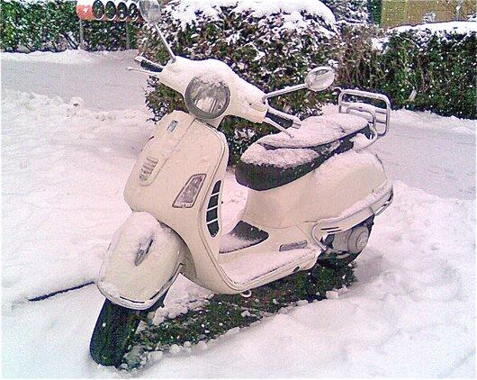 Vespa, sous la neige