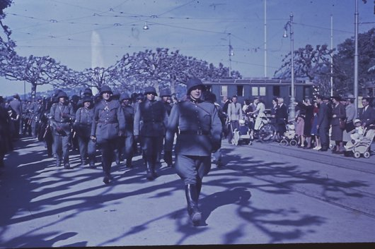 Défilé militaire Genève 1945