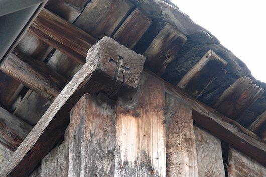 Le croix faîtière