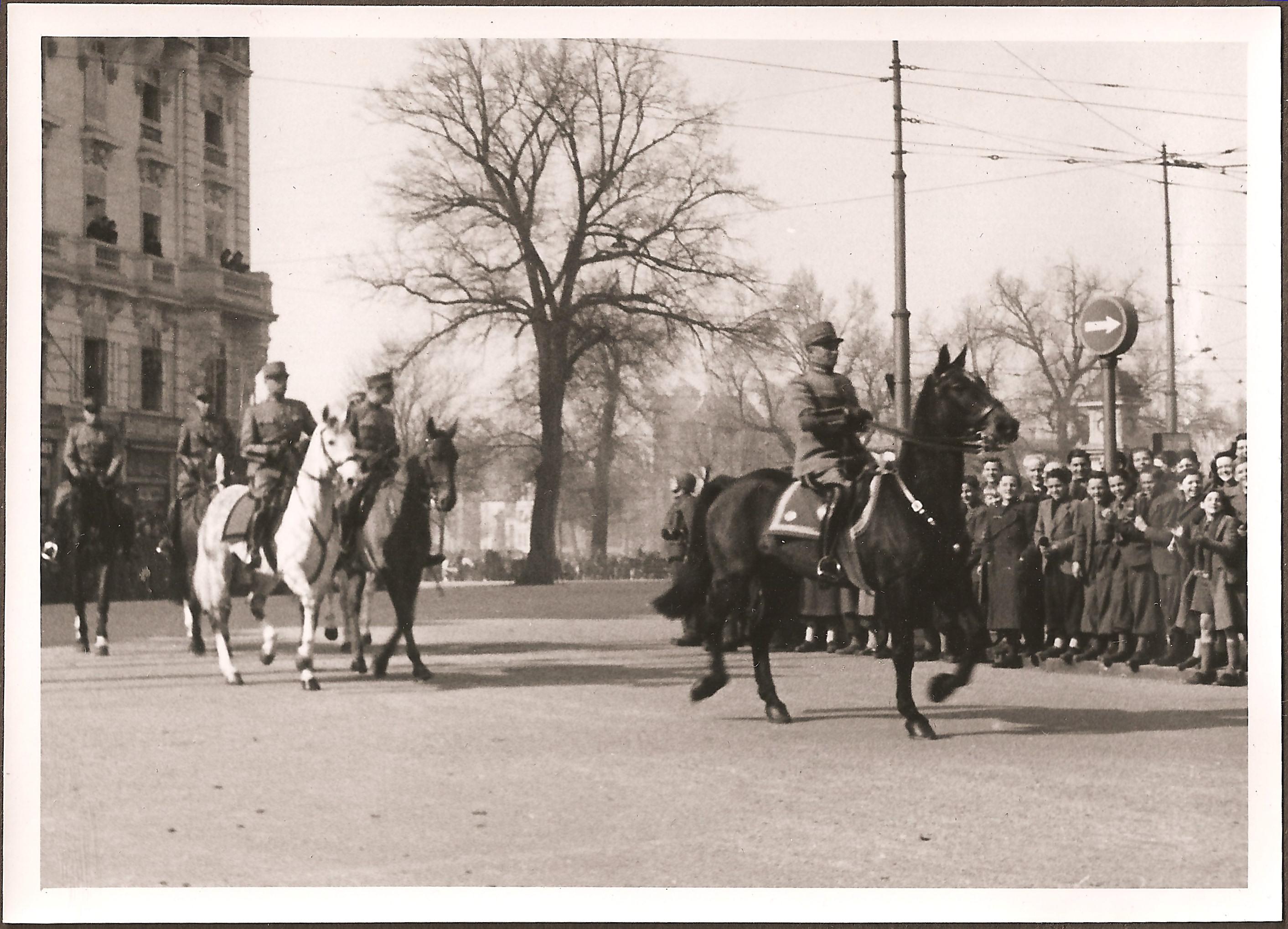 Défilé militaire à Genève en 1943 - Le Général