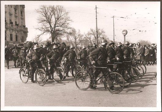 Défilé militaire Genève 28.02.1943 - Cyclistes