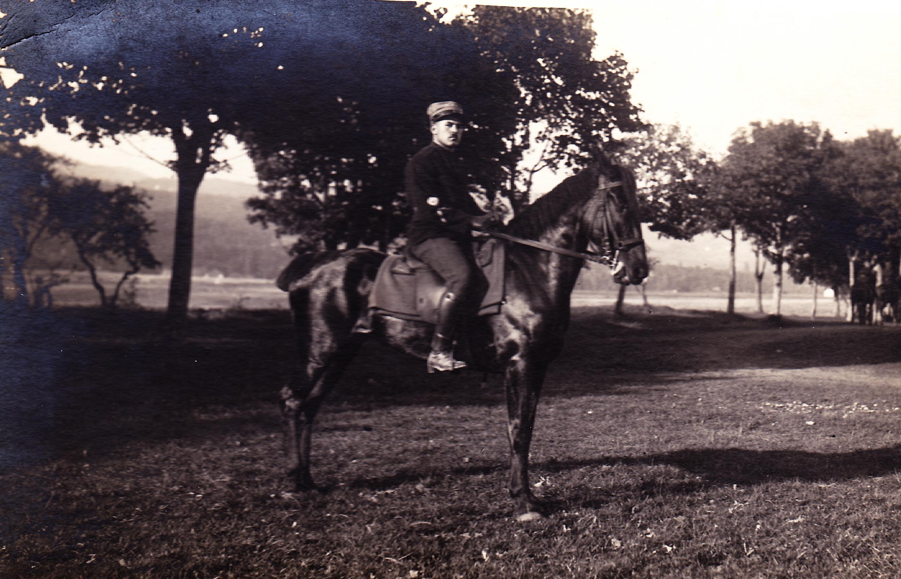 Casimir Frochaux en cavalier