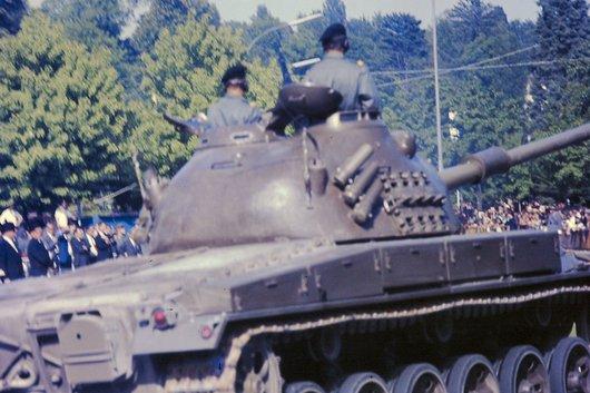 Défilé militaire à Ouchy pour la statut équestre Guisan 1967