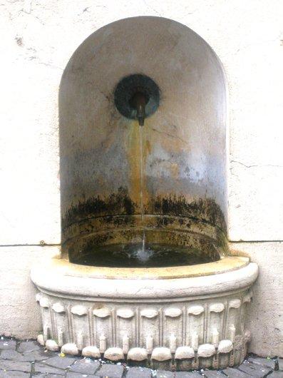 Fontaine rue du Petit-chêne