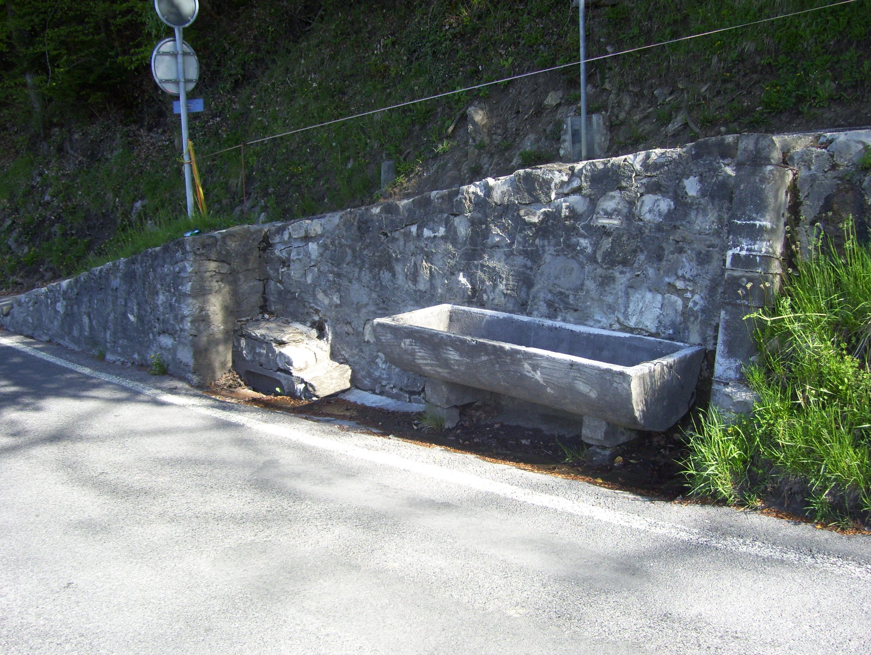 Les Avants, fontaine de Champavant