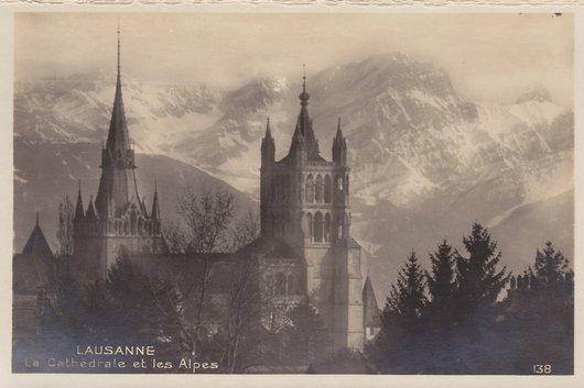 Lausanne - La Cathédrale et les Alpes