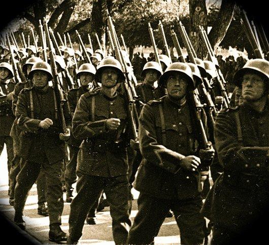 Manoeuvres et défilé de la 1 ère division