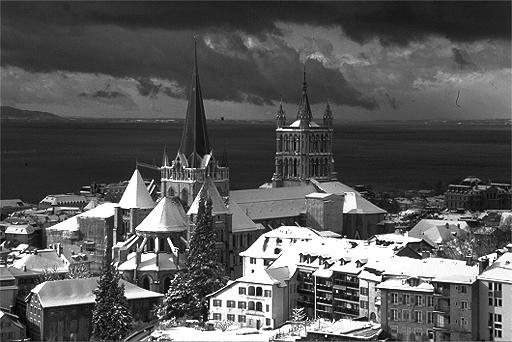 Lausanne sous la neige, la Cathédrale et la Cité.