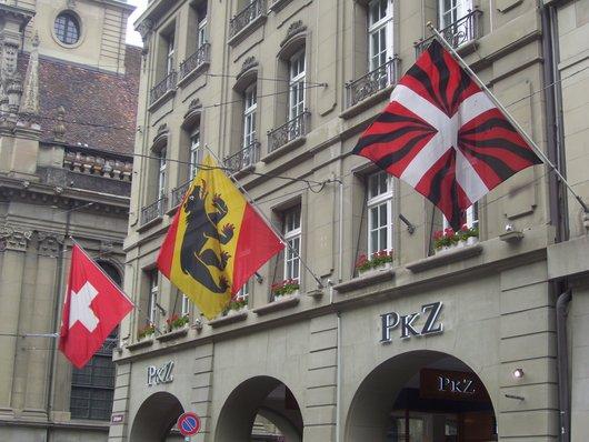 Berne, ses drapeaux* et l'ironie de l'histoire!
