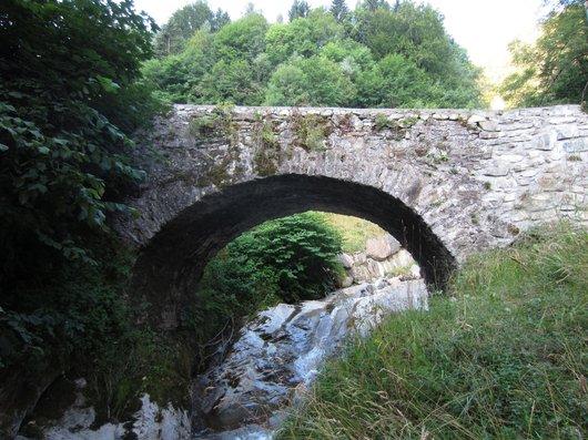 Champéry, pont sur le torrent de Chavalet depuis l'aval