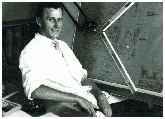 Mon père devant sa table à dessin, aux Ateliers de Constructions Mécaniques de Vevey