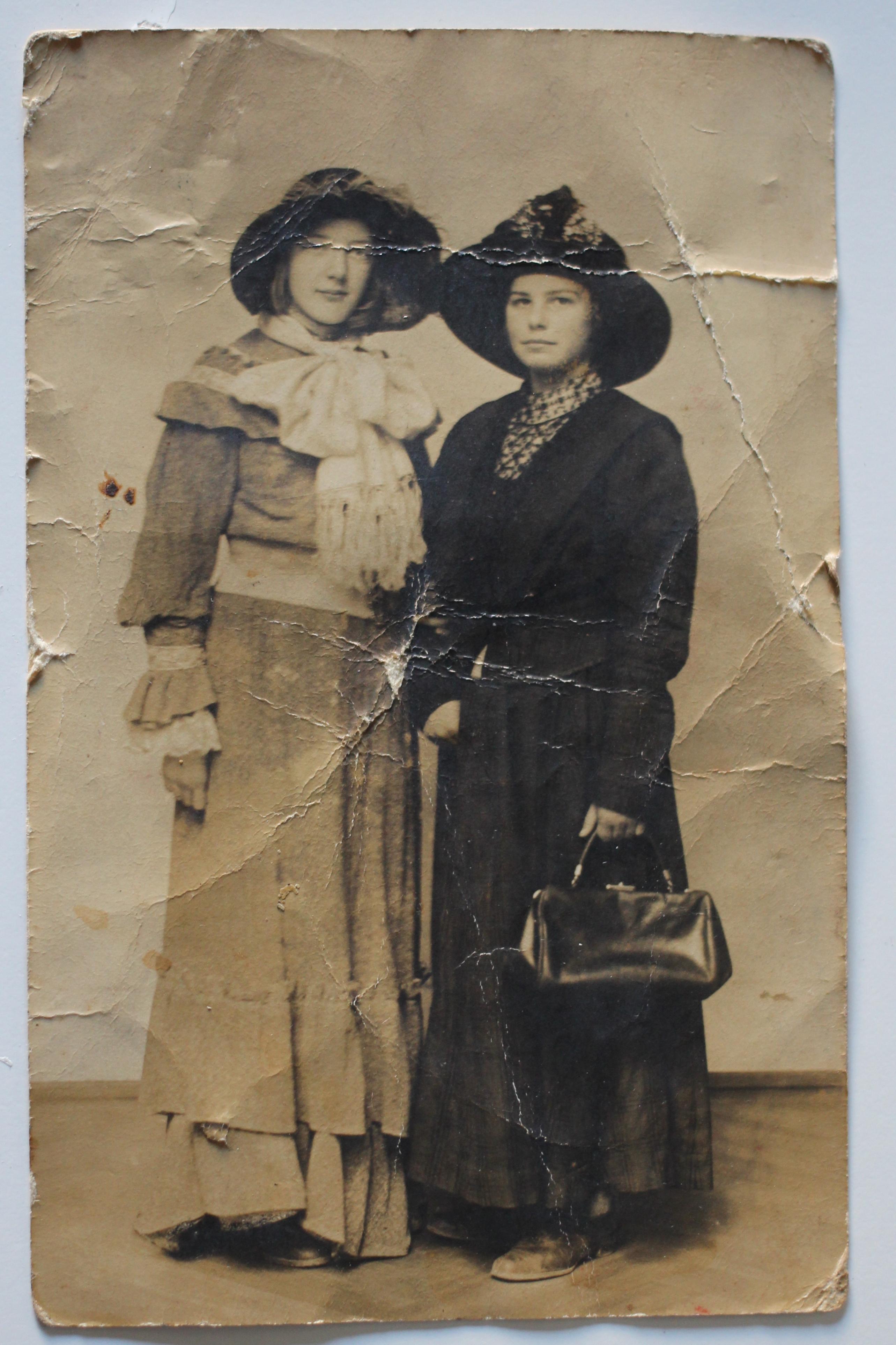 Ces demoiselles aux chapeaux