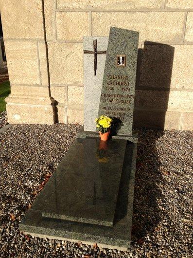 Tombe de Charles Jauquier à Surpierre