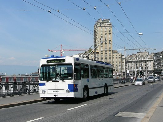 Un Trolleybus de la ligne 4 des TL sur le Grand-Pont