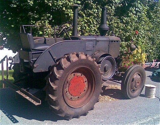 Vieux tracteur Lanz