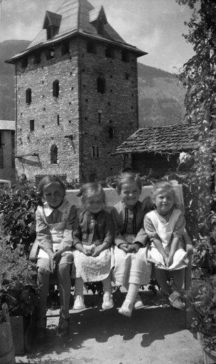 Les fillettes de la Tour