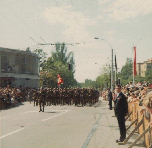 Défilé pour l'inauguration de la statue du Général Guisan