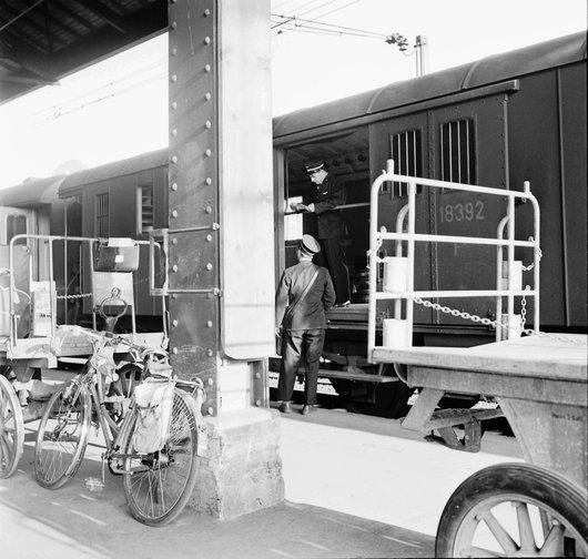 Wagon postal - Gare de Lausanne