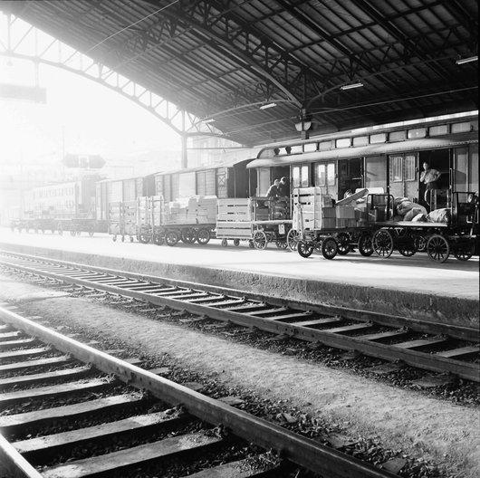 Transbordement du courrier - Gare de Lausanne