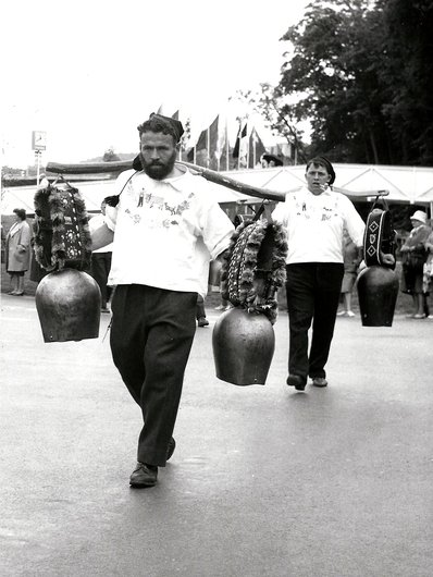 Porteurs de cloches - Expo 64