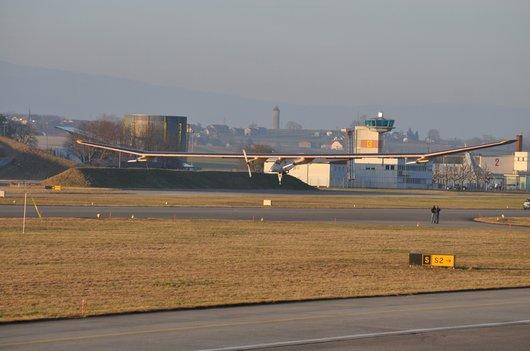 Atterrissage de Solar Impulse