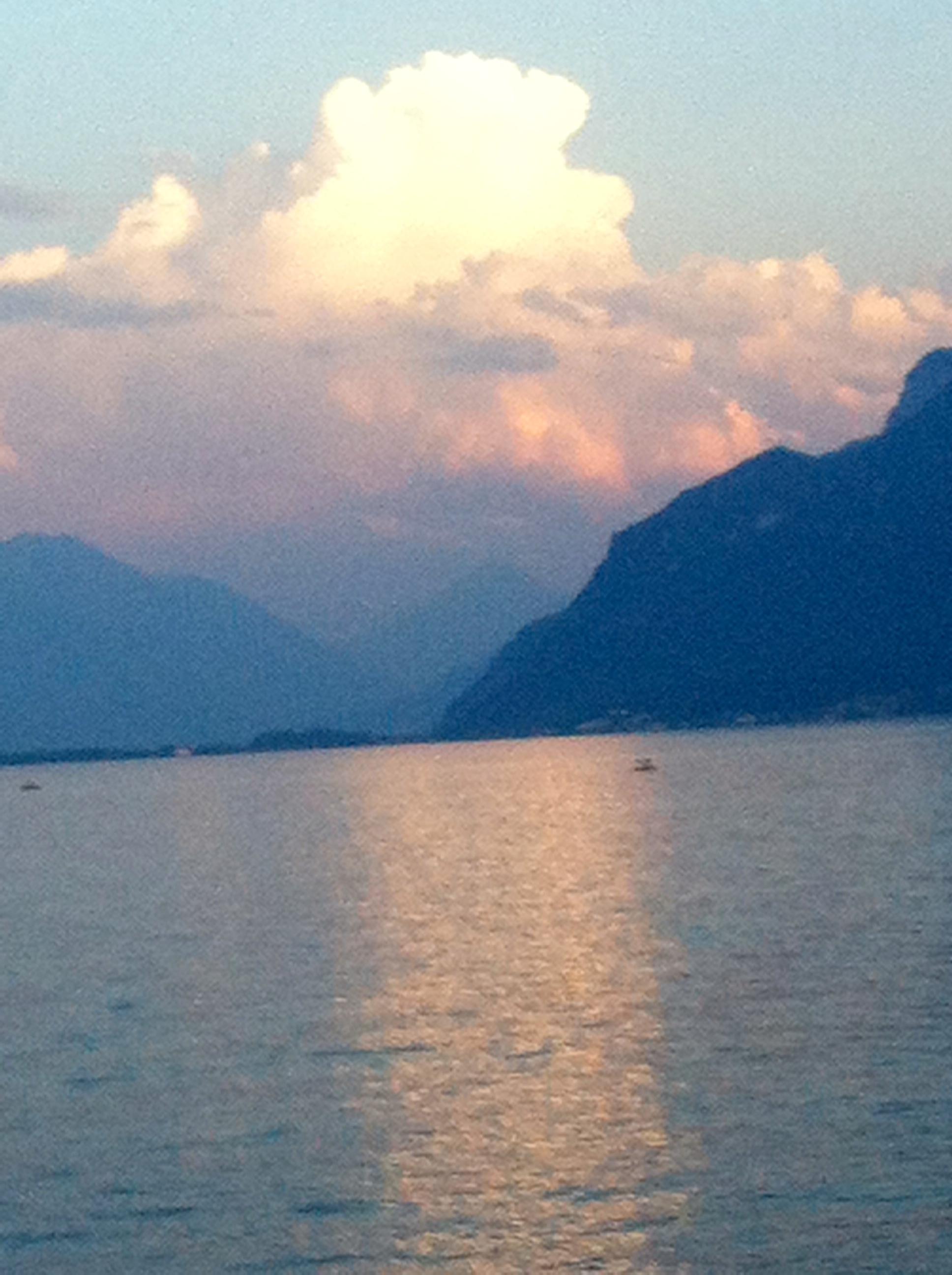 Rivaz coucher du soleil dans le lac