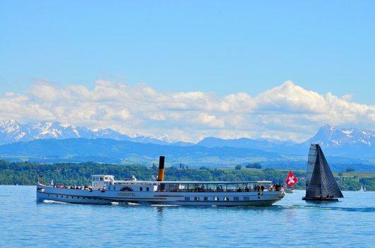 Le vapeur SS Neuchâtel navigue sur le Lac de Neuchâtel