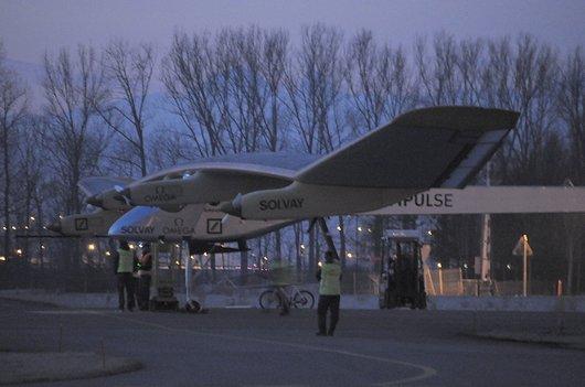Solar Impulse se prépare à 5h30 du matin