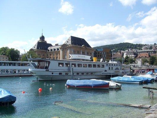 Le vapeur SS Neuchâtel racheté par Trivapor au port de Neuchâtel