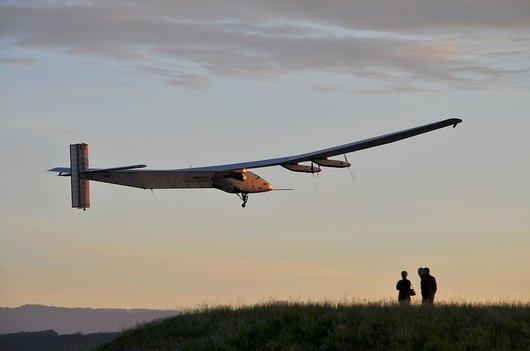 Décollage de Solar Impulse 2 (HB-SIB)