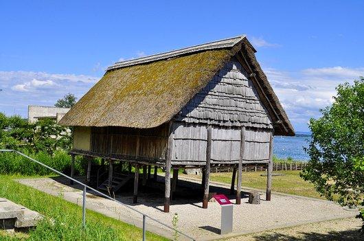 Maison lacustre sur pilotis au Musée du Laténium à Hauterive