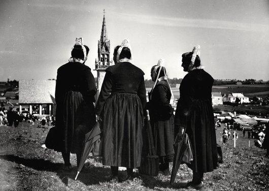 Bretonnes en costume traditionnel