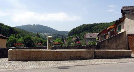 Fontaine sur la place - Croy