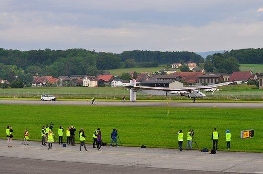 Solar Impulse 2, atterrissage du premier vol d'essai