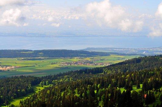Le lac de Neuchâtel et Coffrane dans le Val-de-Ruz