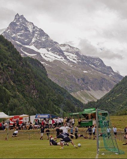 Tournoi de football alpin, 2014 à Zinal.