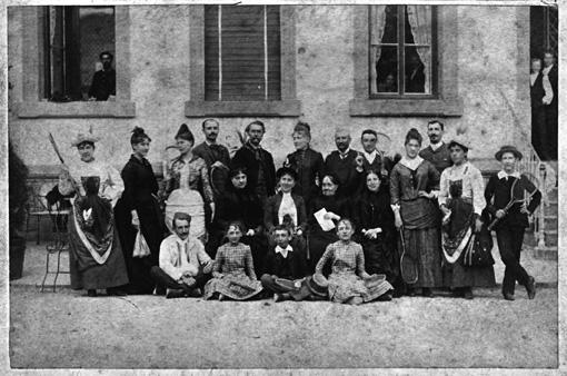 Lucien Émery et un groupe de clients du Grand Hôtel
